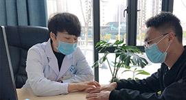 白癜风医生坐诊图